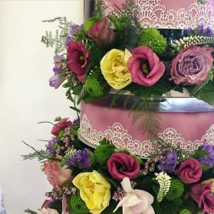 Torte mit Blumen lila