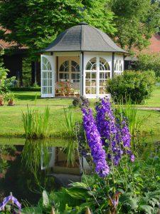 Sicher auch auf mancher Gartenveranstaltung zu finden: Ein WOGA-Pavillon...