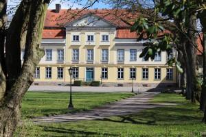 Herrenhaus im Hintergrund: Landgeflüster Emkendorf