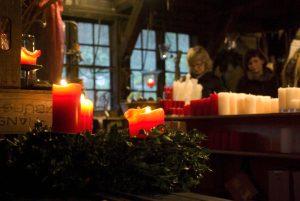 Gemütliche Atmosphäre beim Weihnachtsmarkt